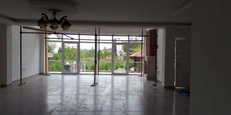 فروش ویلا با 354 متر بنا و استخردار در شمال (3)